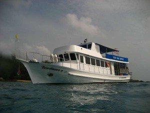 phuket-dive-boat