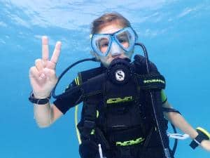 kids learning to padi diving courses in maldives