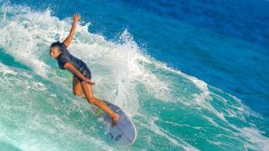 surfing maldives meeru island